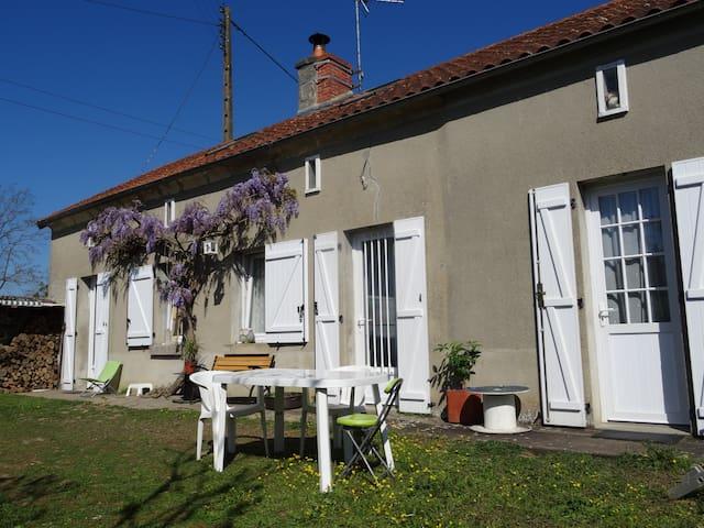 Maison de campagne au calme à Tigné (2-4 pers) - Tigné - House