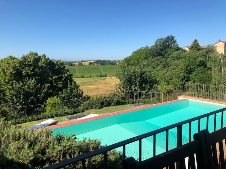 Luxury Villa with heated pool in Piedmont