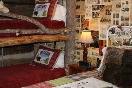 Daniel Boone (Queen with Bunk bed)
