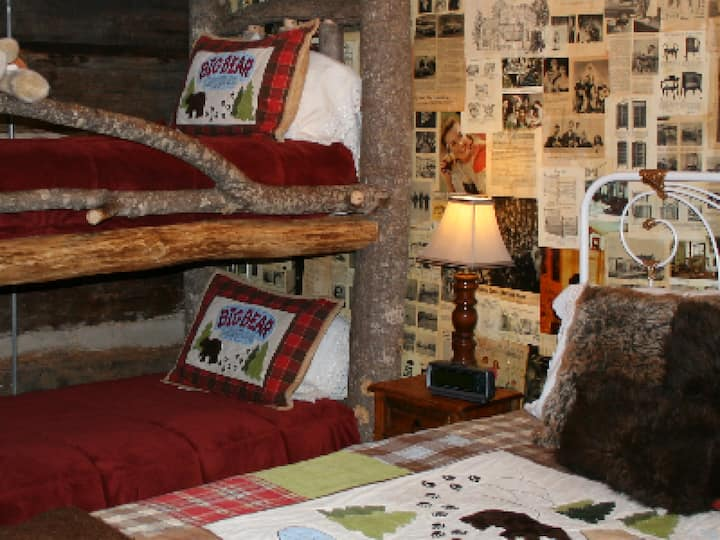 Daniel Boone (Queen with Bunk bed)