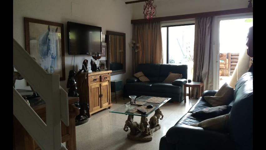 Large  3-bed Townhouse 300 Metres From The Beach - Baf - 一軒家