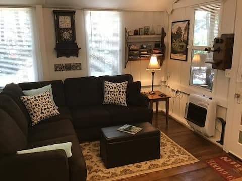 Leona's Cottage -Uniquely  Rustic Comfortably Cozy