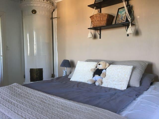 King zine Bedroom for 2