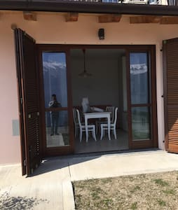 VILLETTA VISTA LAGO CON PISCINA - Townhouse
