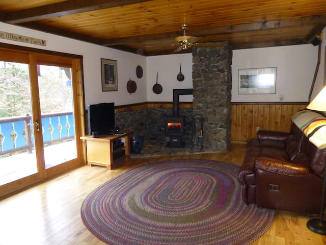 Sugarloaf 4 bdrm chalet sleeps 10