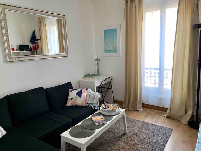 Cozy apartment near Eiffel Tower and shopping area