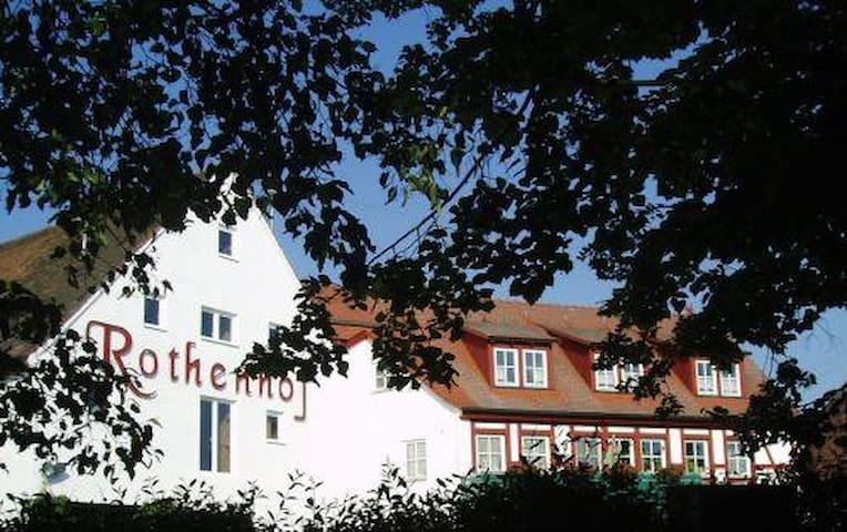 Privatzimmer im Landgut Rothenhof - Heilsbronn - Haus