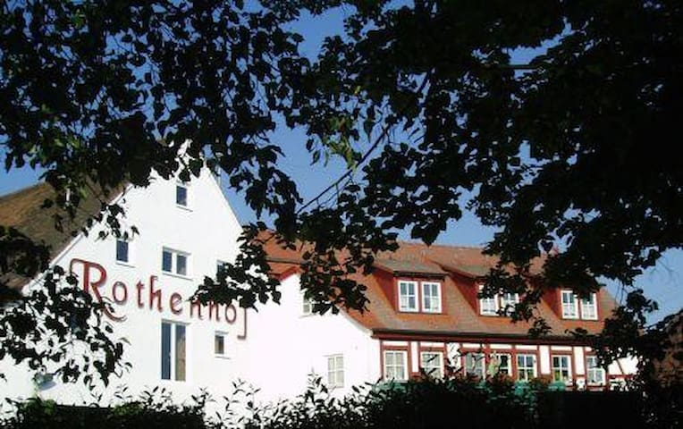 Privatzimmer im Landgut Rothenhof - Heilsbronn - House