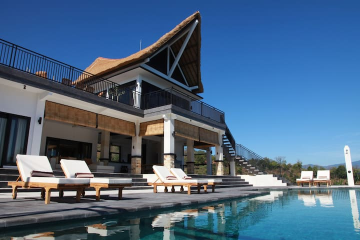 Luxurious villa with amazing views! - Buleleng - Casa de campo