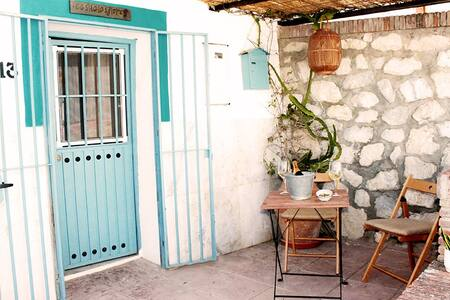 CASITA LAS FLORES: Cute Andalusian Village House