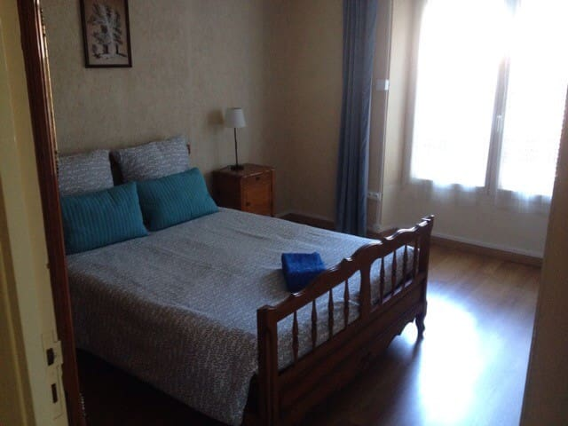 Double bedroom in city center - Millau - Ev