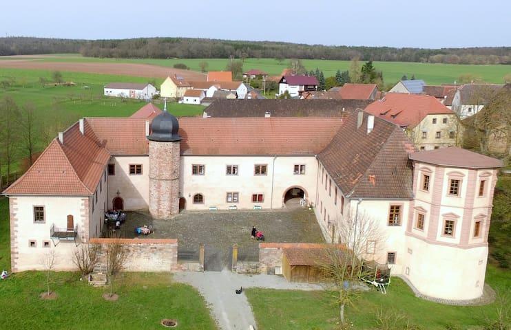Schloss Waizenbach, Ferienwohnung II - Wartmannsroth - Kondominium