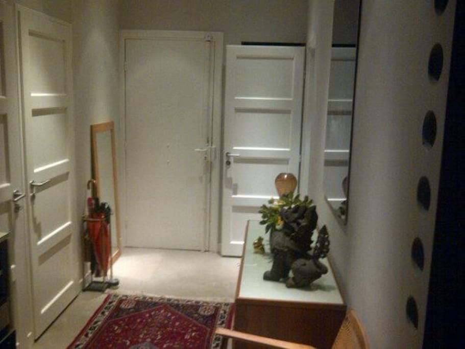 Hallway adjacent to WC and bathroom with two walk-in closets / wardrobes.