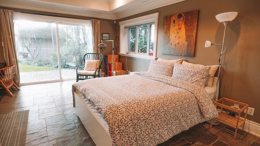 CHARMING TWO BEDROOM GARDEN SUITE - WEST VANCOUVER