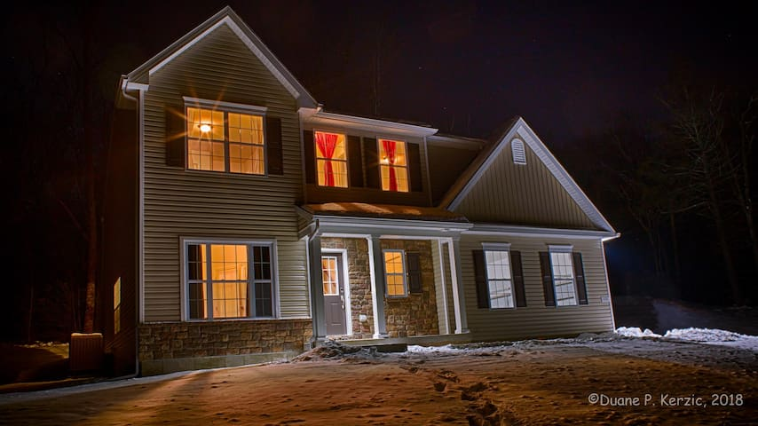 Awesome NEW Home In Poconos - Jonah's Manor