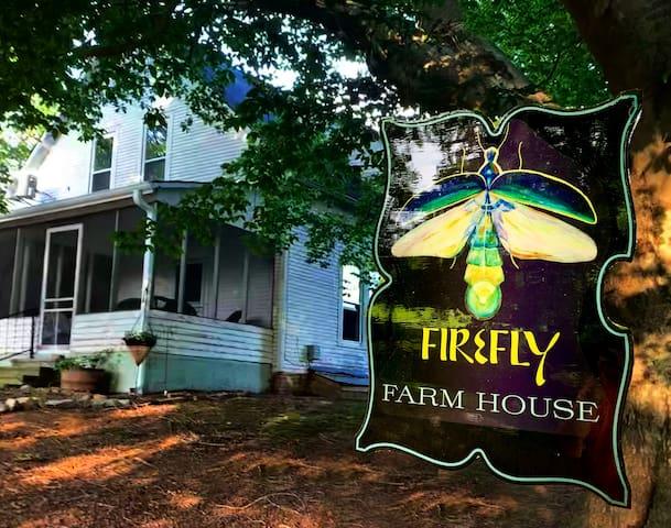 Firefly Farmhouse in Nostalgic Pastoral Setting