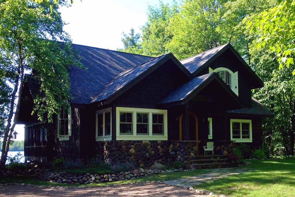 Story book vintage northwoods lodge cabins for rent in for Northwoods wisconsin cabin rentals