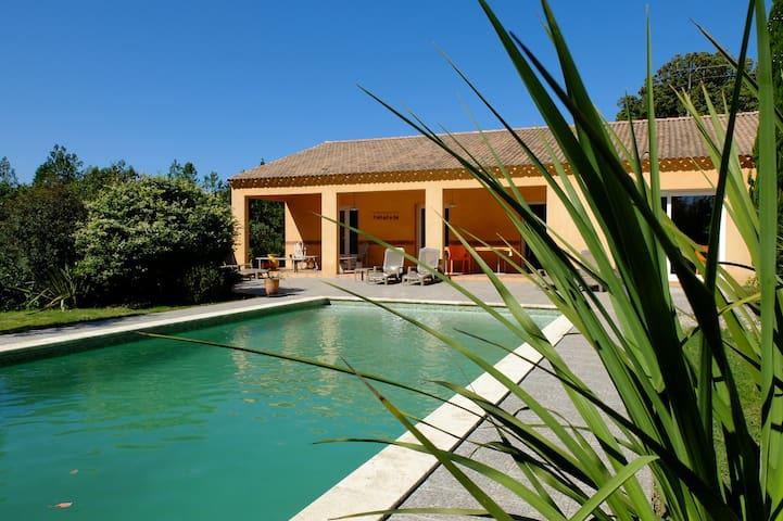 Grande maison tout confort avec piscine privée - Bagard - House