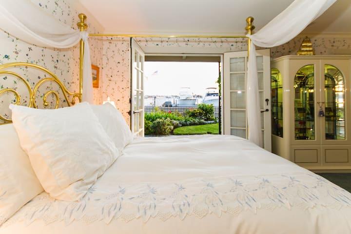 Balboa Island Bayfront Suite #1