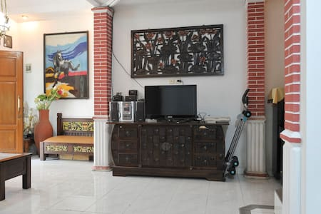 Clean and Comfortable Hostel Bogor - Bogor - Aamiaismajoitus