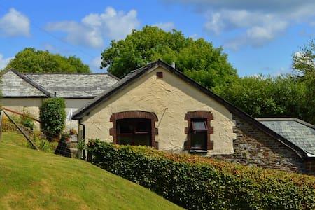Shipload Cottage - Hartland