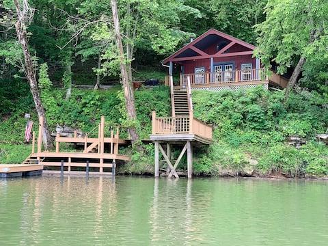 Rock Island, TN- Water's Edge Retreat