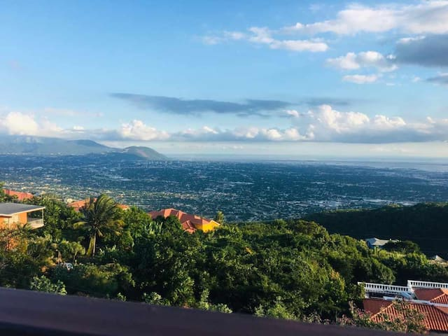 SPECTACULAR VIEW IN SAFE UPSCALE KINGSTON