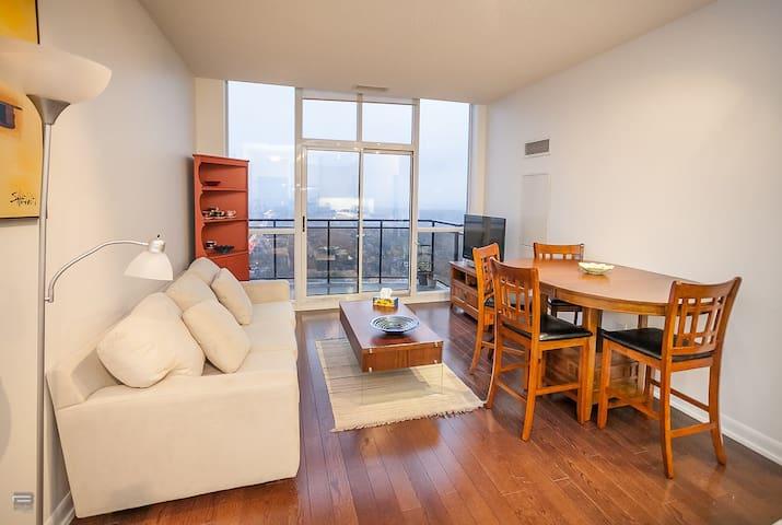 LUXURY 1BDRM PENTHOUSE +PARKING - 多倫多 - 公寓