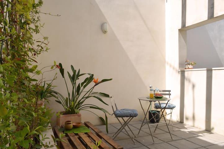 100% renewable energy: private terrace, jacuzzi