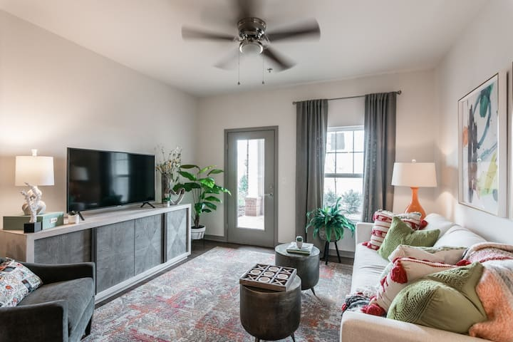 Live + Work + Stay + Easy | 3BR in Bowling Green