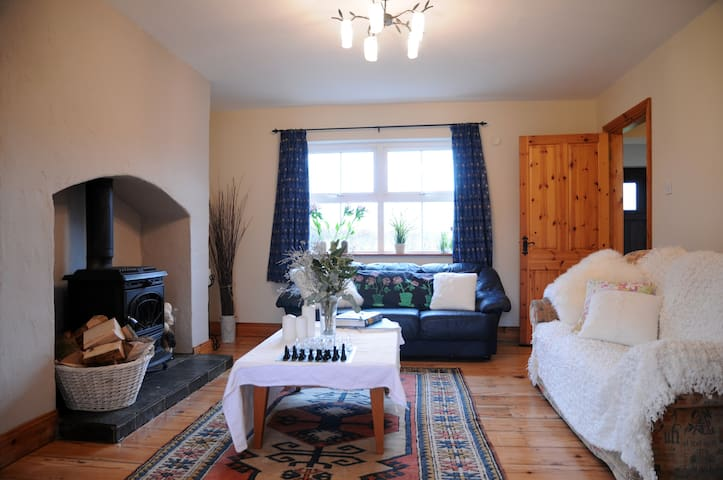 Ards Lodge Delightful 4 BR  4.5 BTH 12 GUESTS