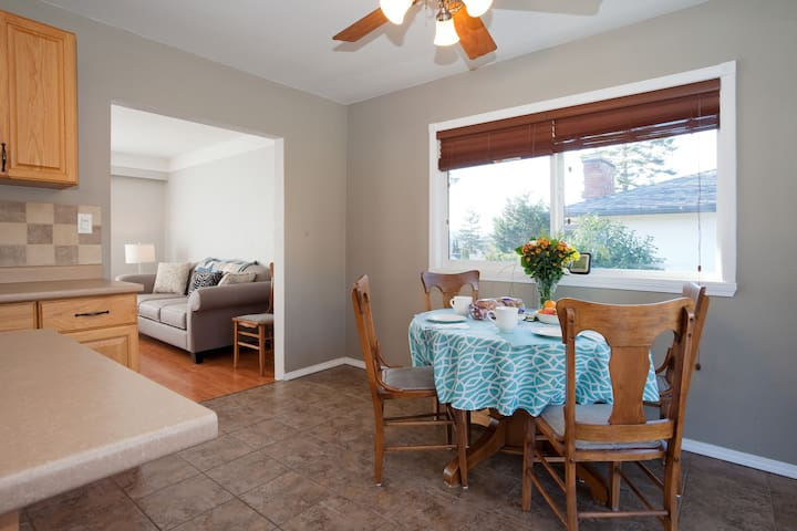5 STARS Bright Lovely Room in Victoria - low price - Victoria - House
