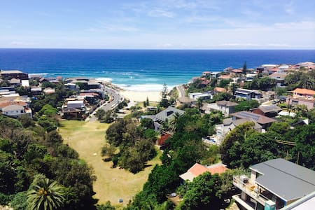 Beach Pad with superb views - Tamarama - Apartmen