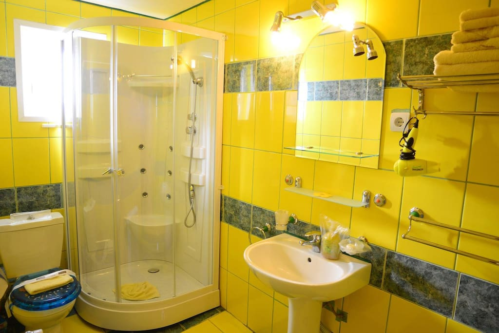 The Yellow Bathroom with a Relaxing Shower :-)