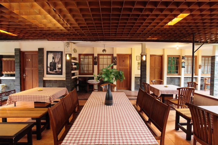 Home Away From Home - Deluxe Room - Bandung - Bed & Breakfast
