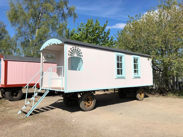 Grand Circus Hotel - The Ballerina's Wagon
