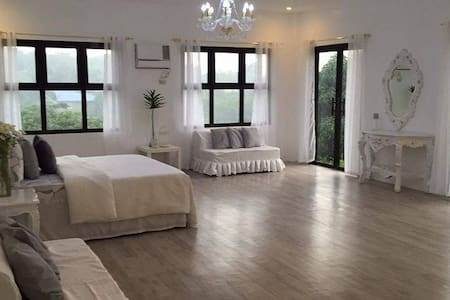 SUITE ROOM @Ricarte's Hill (nr Tagaytay, w/ bfast) - Nasugbu - Bed & Breakfast
