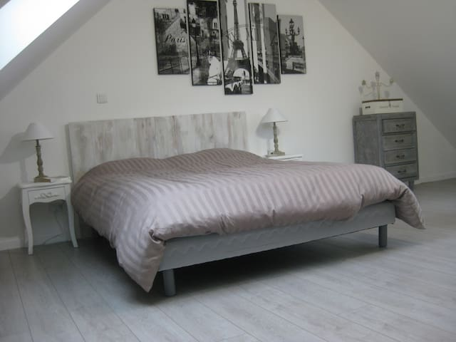 Chambre Paris - Lardy - Penzion (B&B)