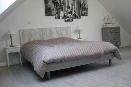 Chambre Paris - Lardy - Bed & Breakfast