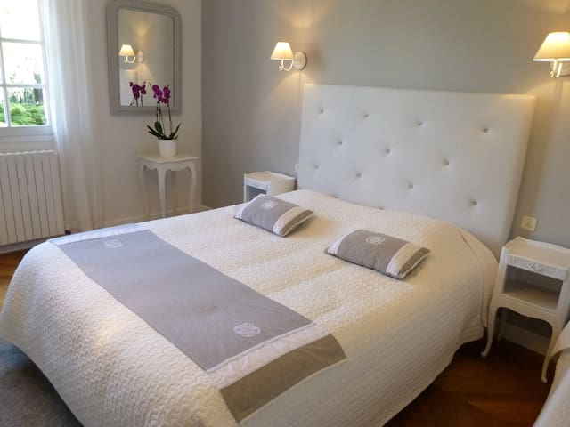 Chambre Evasion B&B -25 km Chartres - Illiers-Combray - Bed & Breakfast