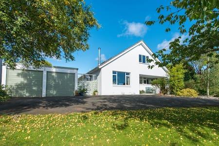 Spacious family house close to St Andrews - Cupar - Ev