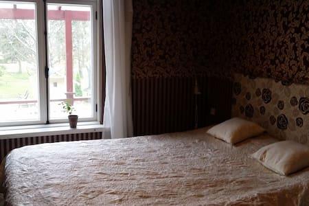 Room in a mansion house - Lieto - Wikt i opierunek