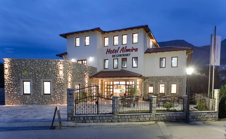 Hotel Almira Restaurant - Mostar - Bed & Breakfast