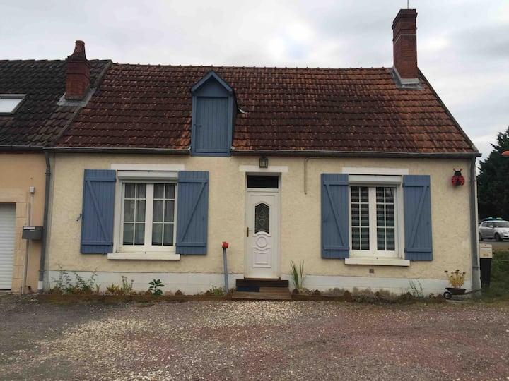 Petite chambre dans une maison haute en couleurs