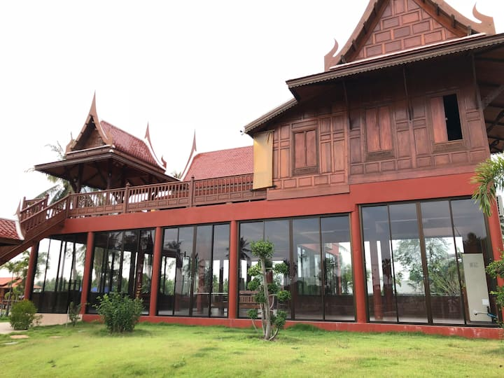 Thai Style Villa with 8 Bedrooms near Pattaya