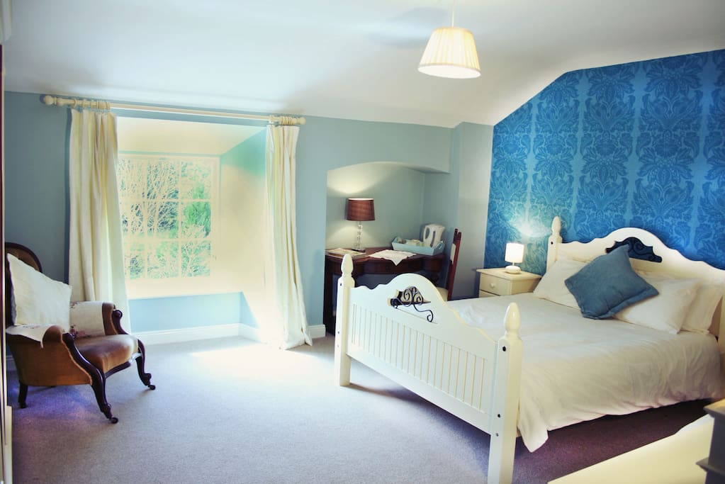 The Turquoise Room with a single and double bed.