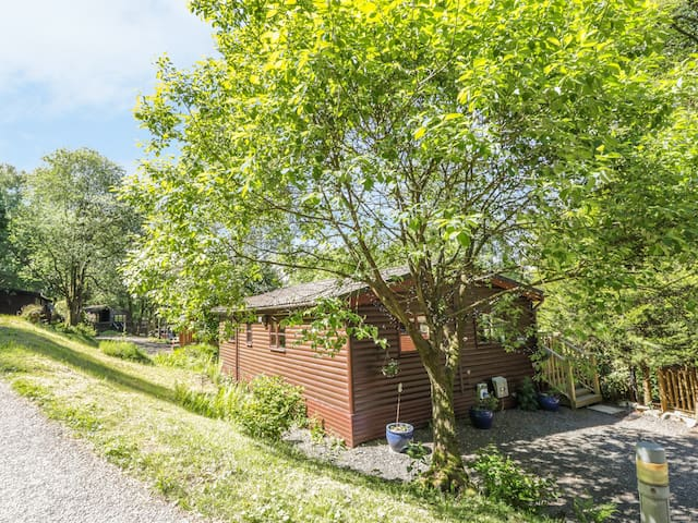 STRIDING EDGE, pet friendly, with pool in White Cross Bay, Ref 13249