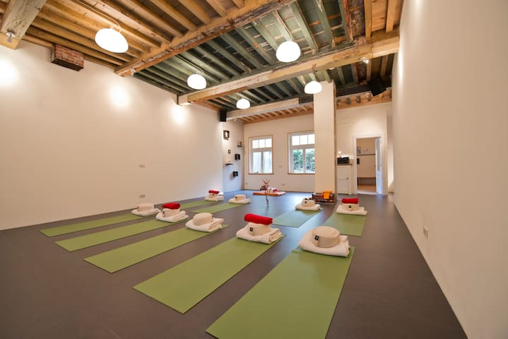Yoga Sadhana - City Yoga Retreat - Vlissingen - Hus