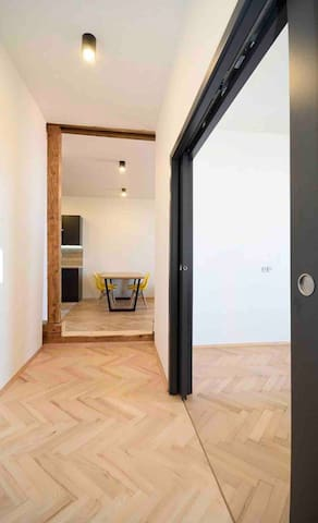 Sunny top floor flat with fantastic view