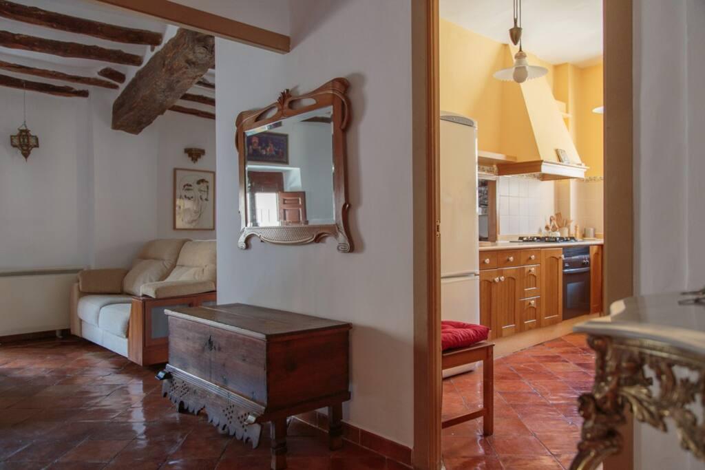 El apartamento es muy abierto, casi un loft con aire acondicionado en las zonas comunes